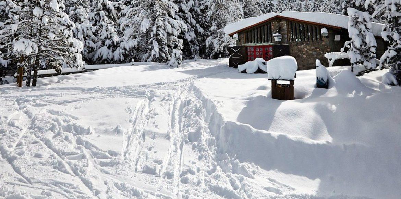 Especialistes Treta de neu a Ordino, netegem camins privats, accessos a pàrquings de comunitats, zones privades de Privats, Restaurants i Hotels retirada de nieve en Andorra.