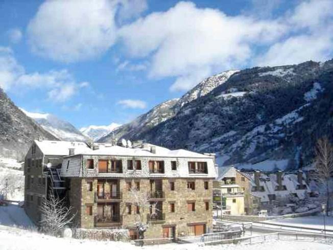 Especialistes Treta de neu a Arans Ordino, netegem camins privats, accessos a pàrquings de comunitats, zones privades de Privats, Restaurants i Hotels retirada de nieve en Andorra.