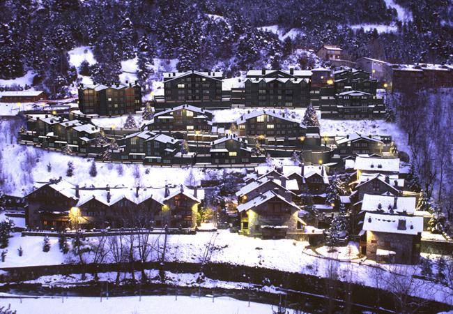 Som especialistes en la treta de neu a La Massana, netegem els seus camins privats, accessos a pàrquings de comunitats, zones privades de Restaurants i Hotels retirada de nieve en Andorra.