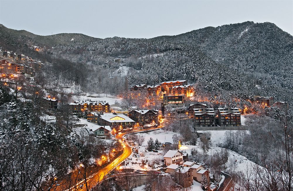 Especialistes en la Treta de neu a Anyos a La Massana Andorra, netegem els seus camins privats, accessos a pàrquings de comunitats, zones privades de Restaurants i Hotels retirada de nieve en Andorra.