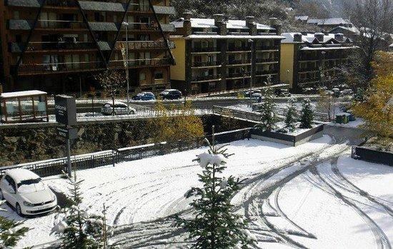 Especialistes Treta de neu a Erts a La Massana, netegem camins privats, accessos a pàrquings de comunitats, zones privades de Privats, Restaurants i Hotels retirada de nieve en Andorra.