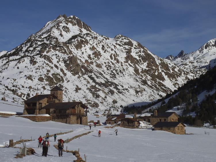 Especialistes en la Treta de neu a la Vall d Incles, netegem els seus camins privats, accessos a pàrquings de comunitats, zones privades de Restaurants i Hotels retirada de nieve en Andorra.