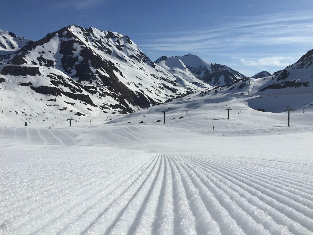 Especialistes Treta de neu El Serrat Ordino, netegem camins privats, accessos a pàrquings de comunitats, zones privades de Privats, Restaurants i Hotels retirada de nieve en Andorra.
