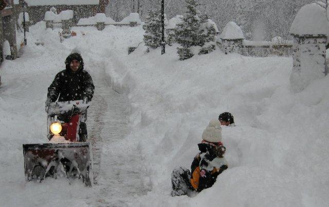 Especialistes en la Treta de neu a l'Aldosa de La Massana Andorra, netegem els seus camins privats, accessos a pàrquings de comunitats, zones privades de Restaurants i Hotels retirada de nieve en Andorra.