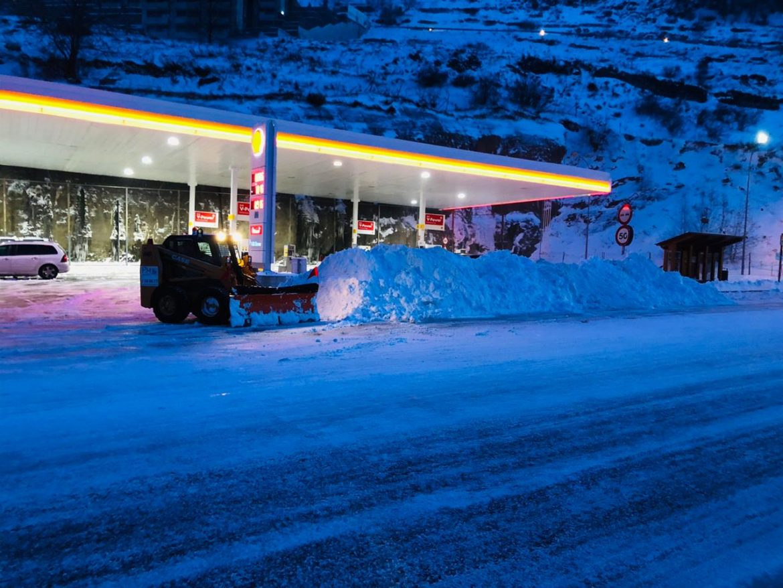 Retirada de neu a qualsevol hora del dia o de la nit som únics i els millors truqui per demanar pressupost per la treta regular de la seva neu