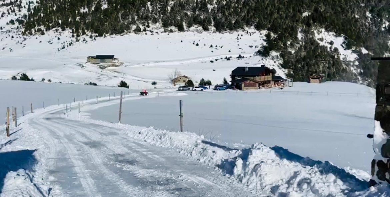 Té un restaurant, una gasolinera o un negoci on necessita treure la neu ràpidament. Doncs ja ho sap PM SERVEIS líders en treta de neu al Pirineu d'Andorra